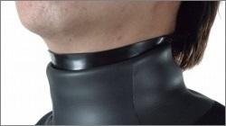 アポロ バイオネックシールを装着している写真(日本潜水機株式会社)